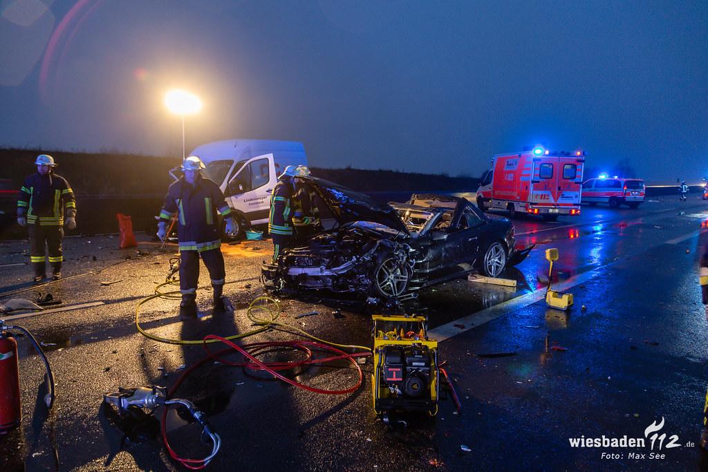 Schwerer LKW Unfall A5 Friedrichsdorf