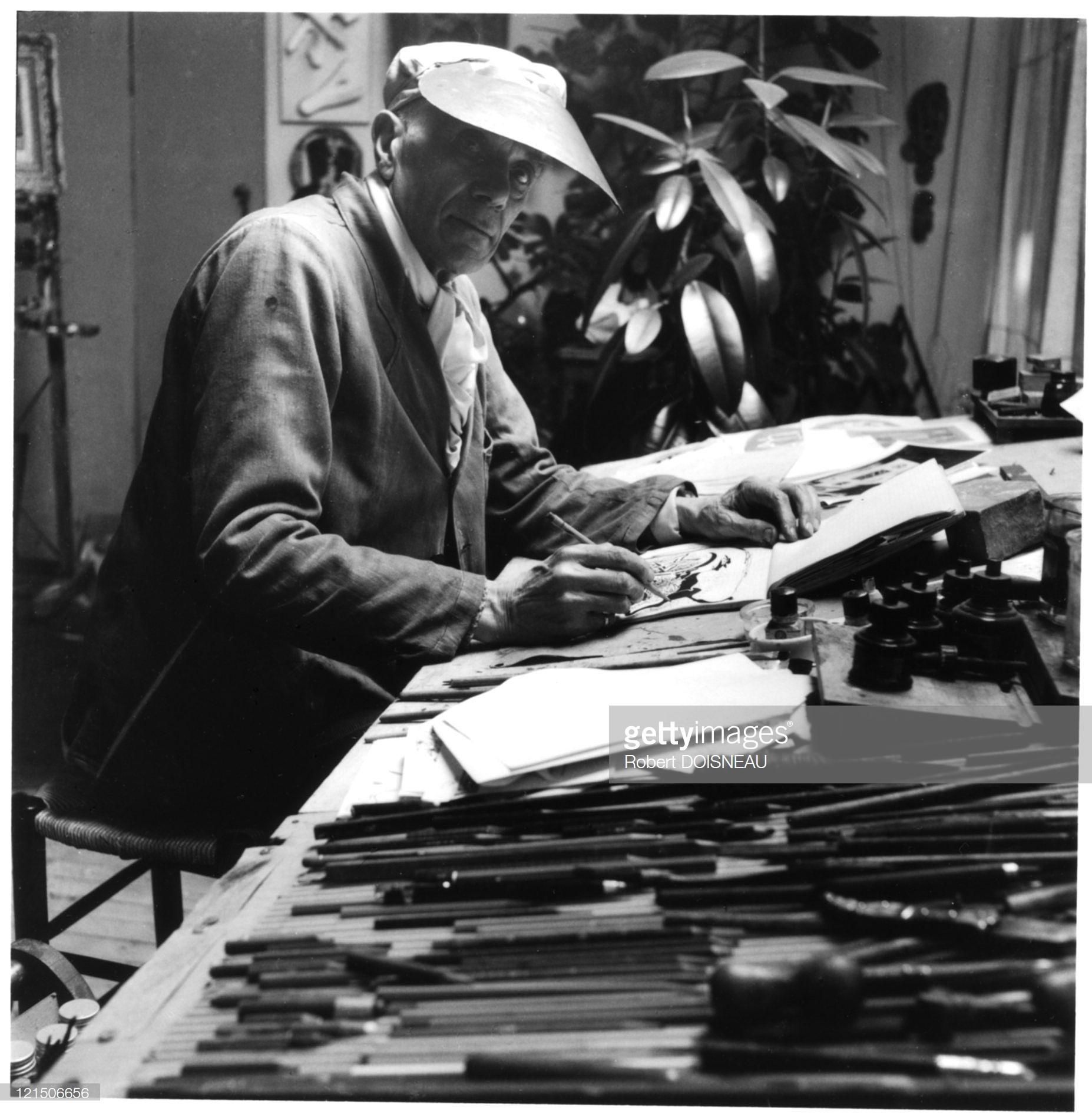 1953. Жорж Брак в своей студии в Париже