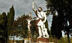 Pech-Luna : Statue de Saint Jean Baptiste et crucifix dans le Calvaire, au centre du village. - Photo of Peyrefitte-sur-l'Hers