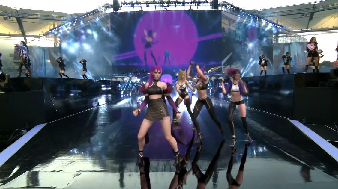 Голограммы танцуют