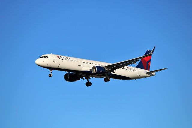 Delta Air Lines A321, Canon EOS REBEL T6I, Canon EF-S 55-250mm f/4-5.6 IS STM