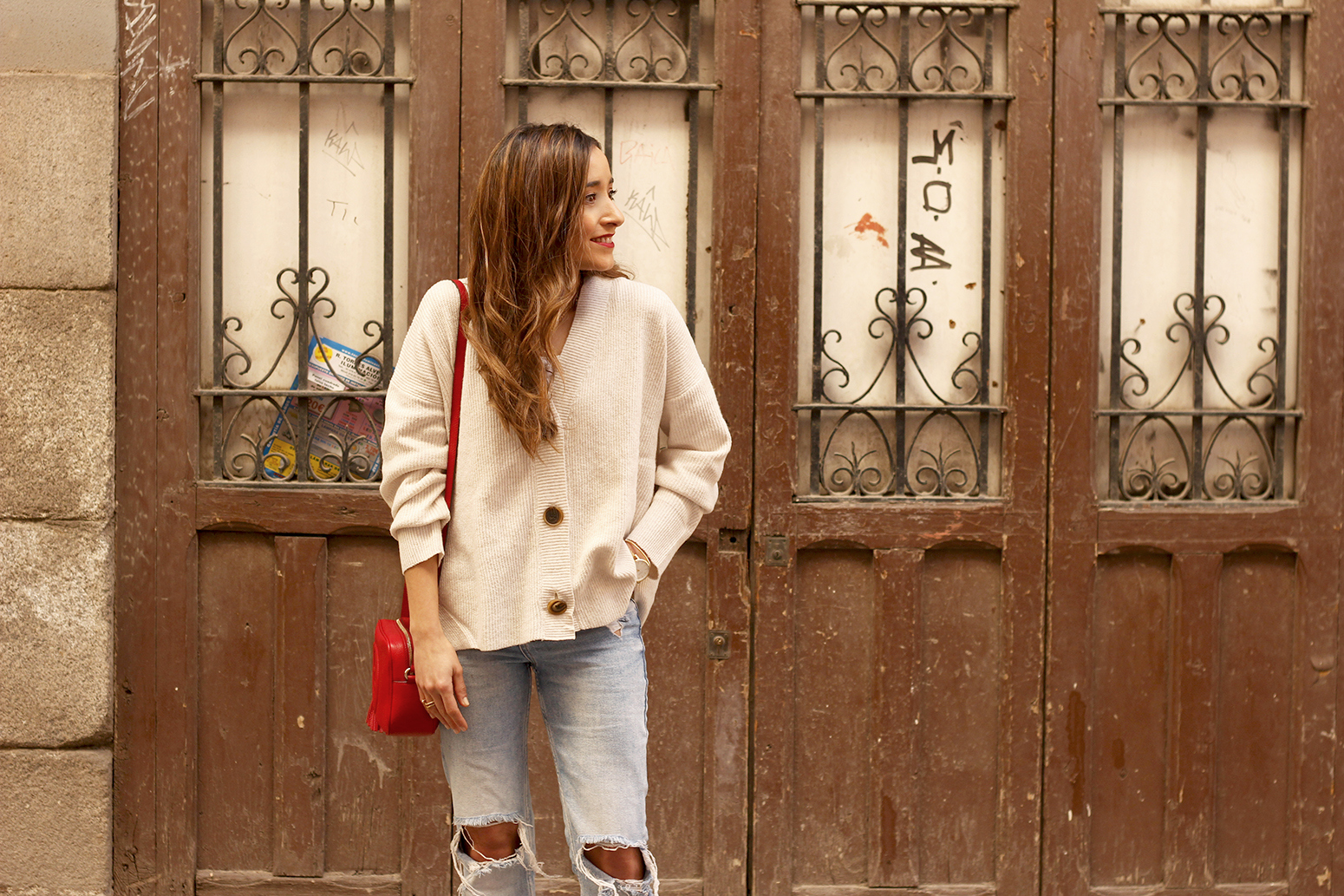 beige cardigan gucci bag red heels ripped jeans street style outfit 201912