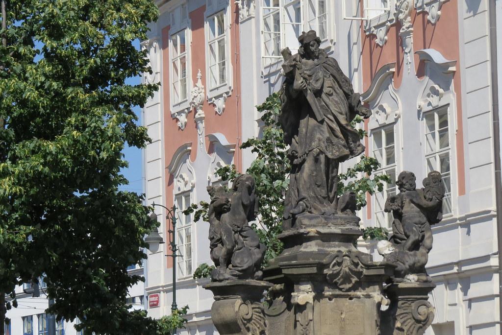 Скульптура св. Яна Непомуцкого.