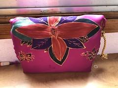 Nos vamos de puente!!! 🎉🎉🎉  Amo los #colores todo el #año !!!❤️❤️❤️❤️  #pintadoamano #hechoamano #handpainted #handmade #bolsos #clutch #artesania #sevilla #tenerife