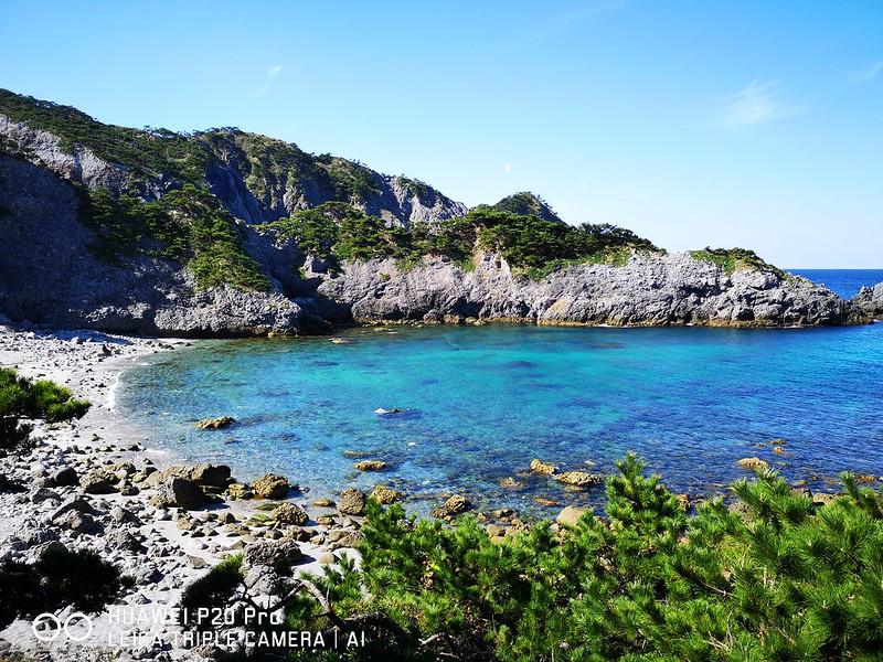 式根島中の浦海水浴場