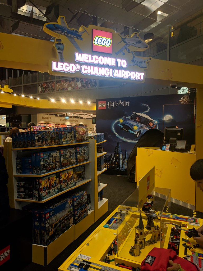 LEGO Pop-Up Store Changi Airport T3