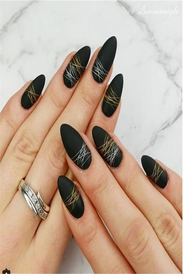 30+ perfect Metallic Nail Art Designs 2019 #metallic_nails #nail_art_designs #winter_nails #holiday_nails