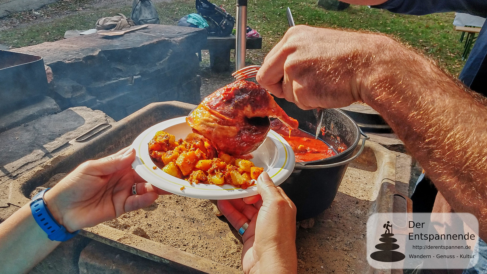 """Outdoor-Cooking an der Hirschwinkelhütte mit """"Waldwärts"""" - Kartoffelgemüse und Hühnchen aus dem Dutch Oven"""