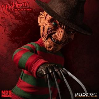 買這回家你還敢睡?! MEZCO M.D.S. Mega Scale 系列《半夜鬼上床》佛萊迪·庫格 Freddy Krueger 15吋說話玩偶