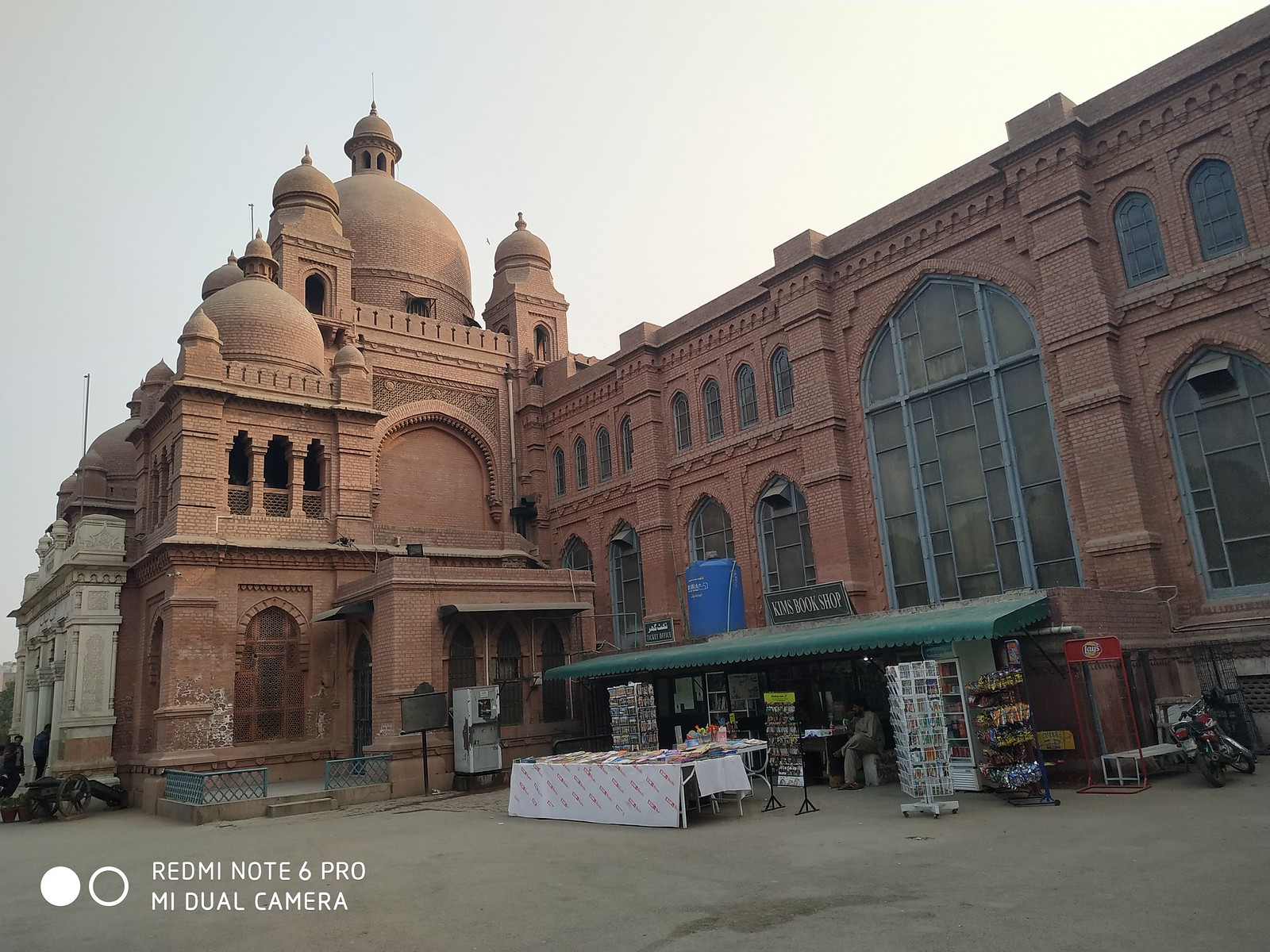 Lahore Museum Picture with auto mode on Xiaomi Redmi Note 6 pro