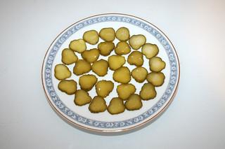 02 - Zutat Gewürzgurken in Scheiben / Ingredient sliced gherkins