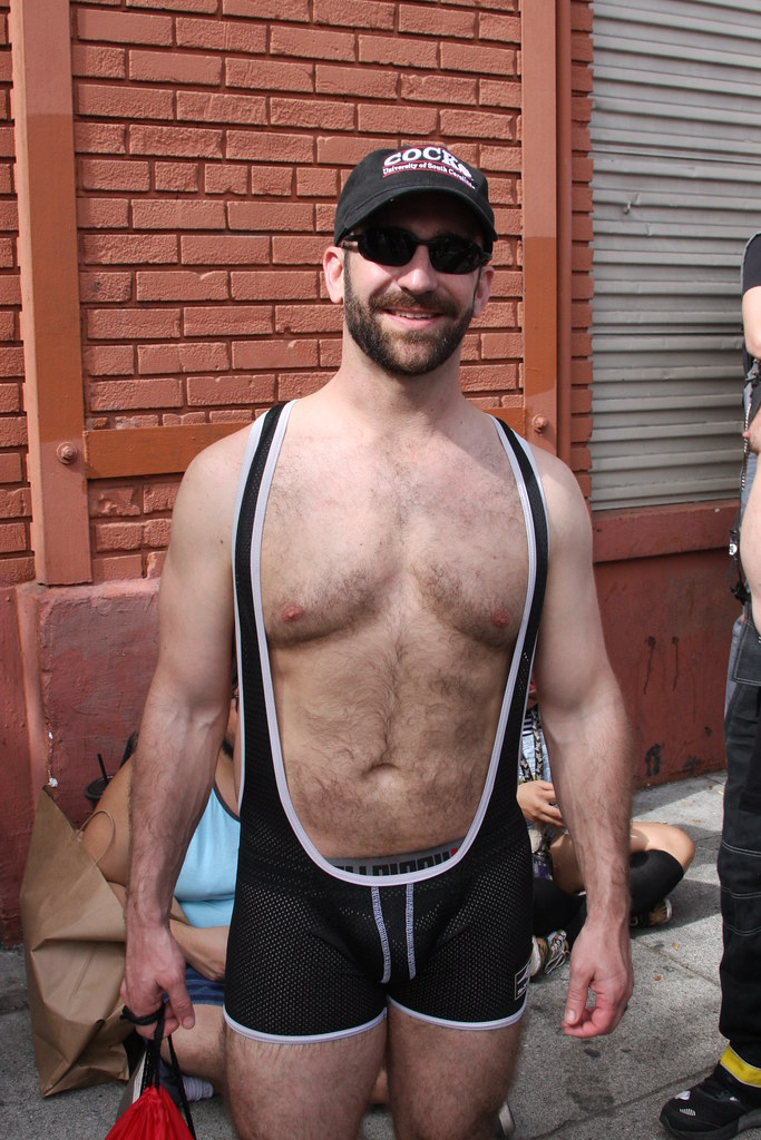 HOT & HAIRY HUNKY BEARMAN ! FOLSOM STREET FAIR 2018 ! ( safe photo )