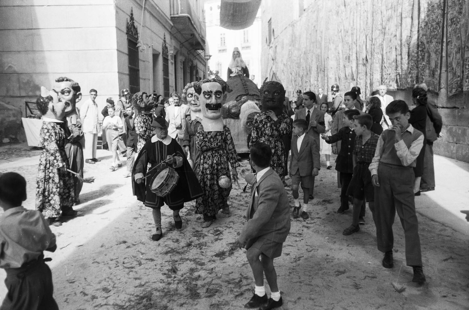 Cabezudos y tarasca en las fiestas del Corpus Christi de Toledo en 1955 © ETH-Bibliothek Zurich