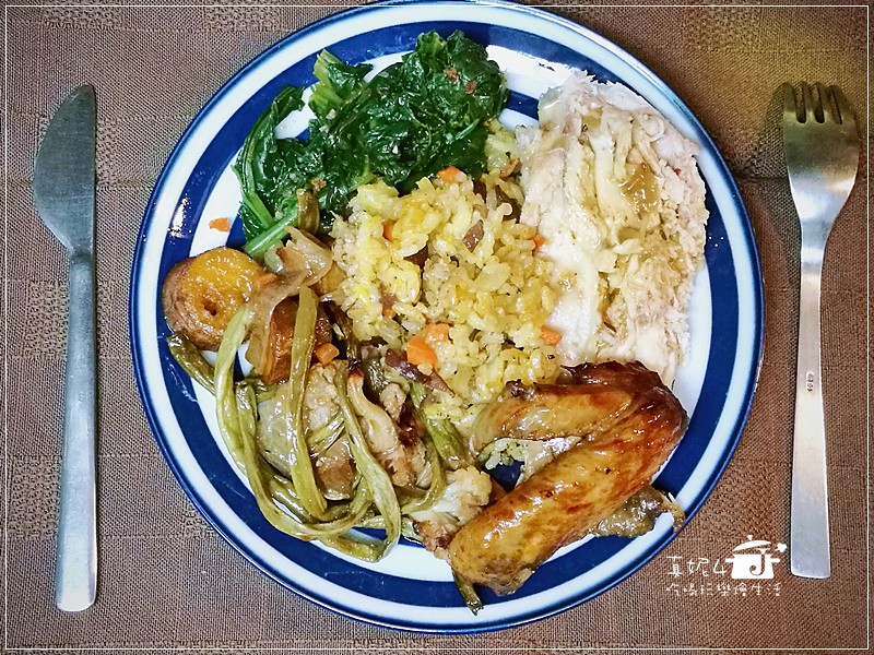 【簡易烤雞食譜】聖誕烤雞、薑黃飯、雞汁蔬菜,快又簡單的一爐三菜做法(附實作影片)