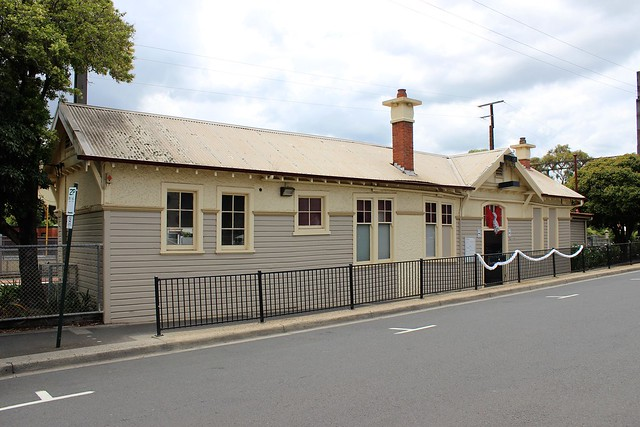 Mont Albert Station building