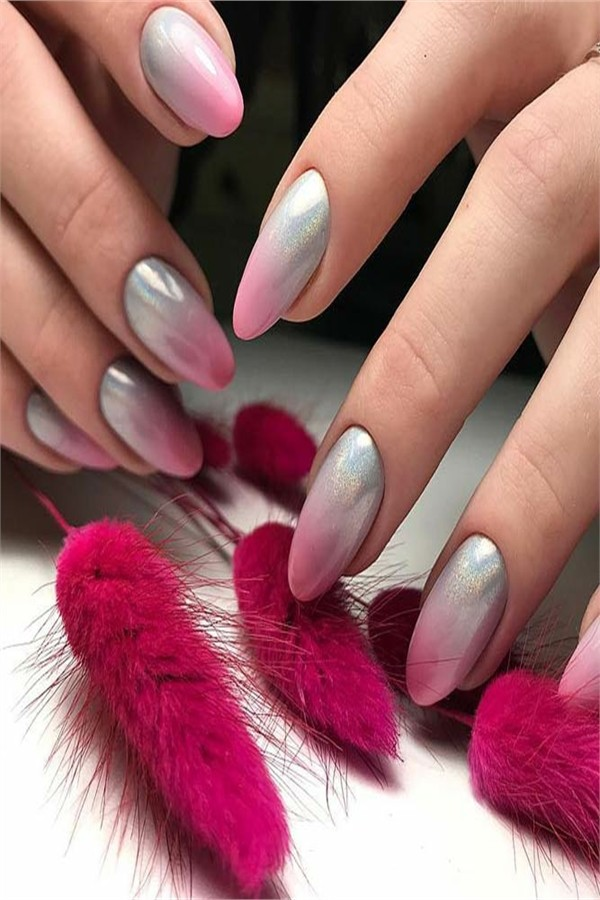 30+ Pretty Ombre Nail Art Designs  #ombre_nails #nail_art_designs #winter_nails #holiday_nails
