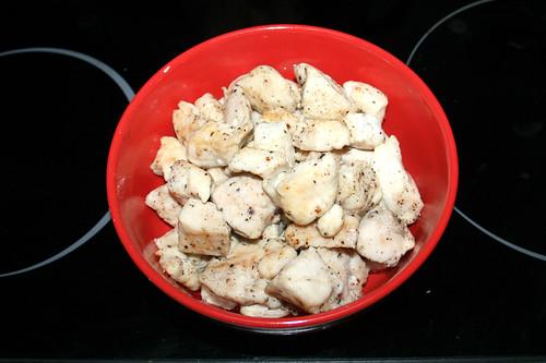 23 - Hähnchenbrust entnehmen & bei Seite stellen / Remove & put aside diced chicken