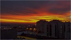 El Sol tras los edificios. Zaragoza 08:06 AM