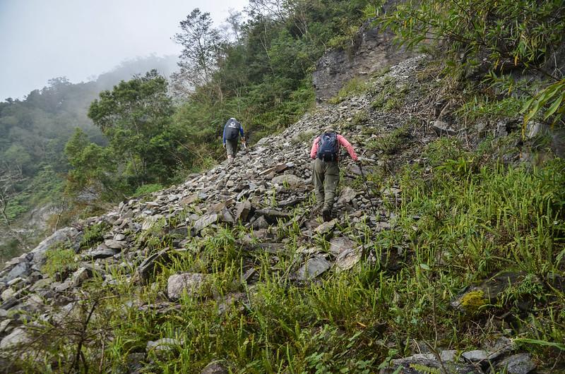 戶張山裸岩斷稜山頭下岩石坡地形 (3)