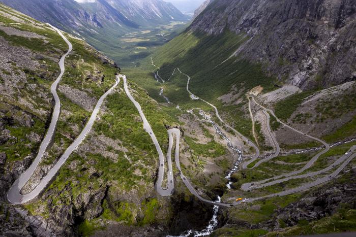 Norja Norge Norway serpentiinitie Gaularfjellet kanjoni näkymä