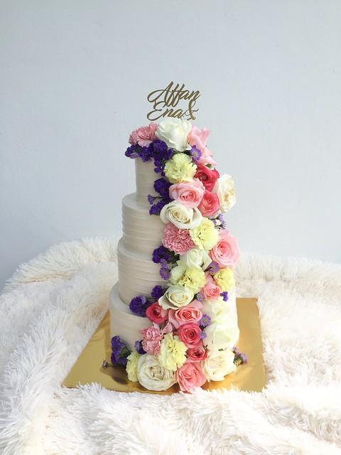 Rustic Wedding Cake by Hanim Licious