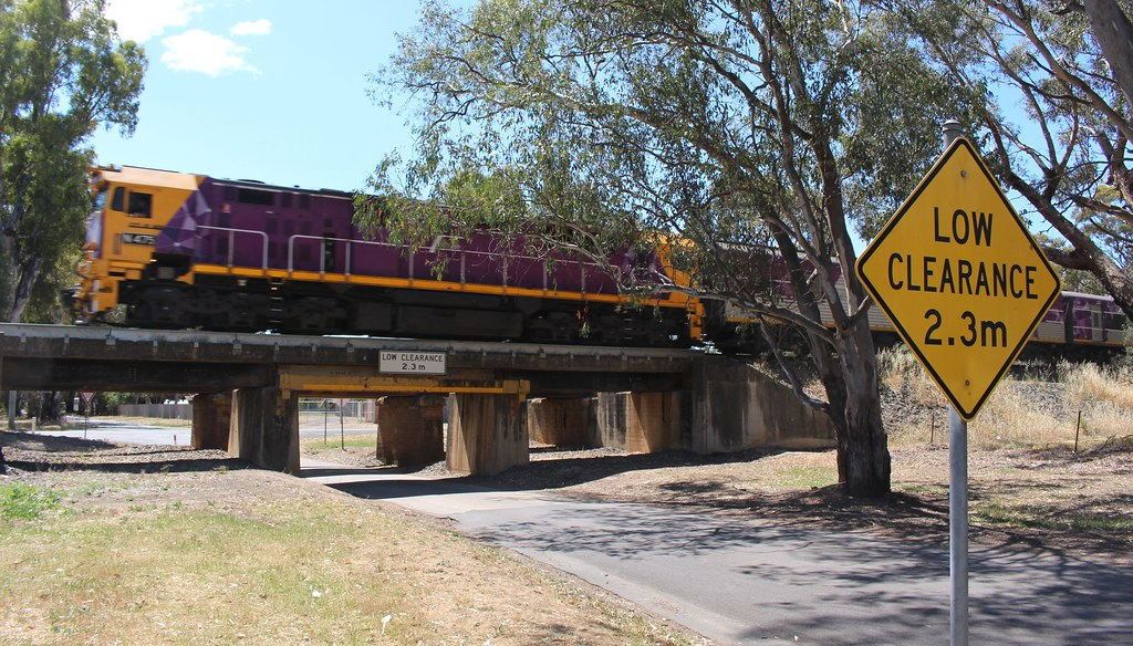 Euroa railway bridge over road
