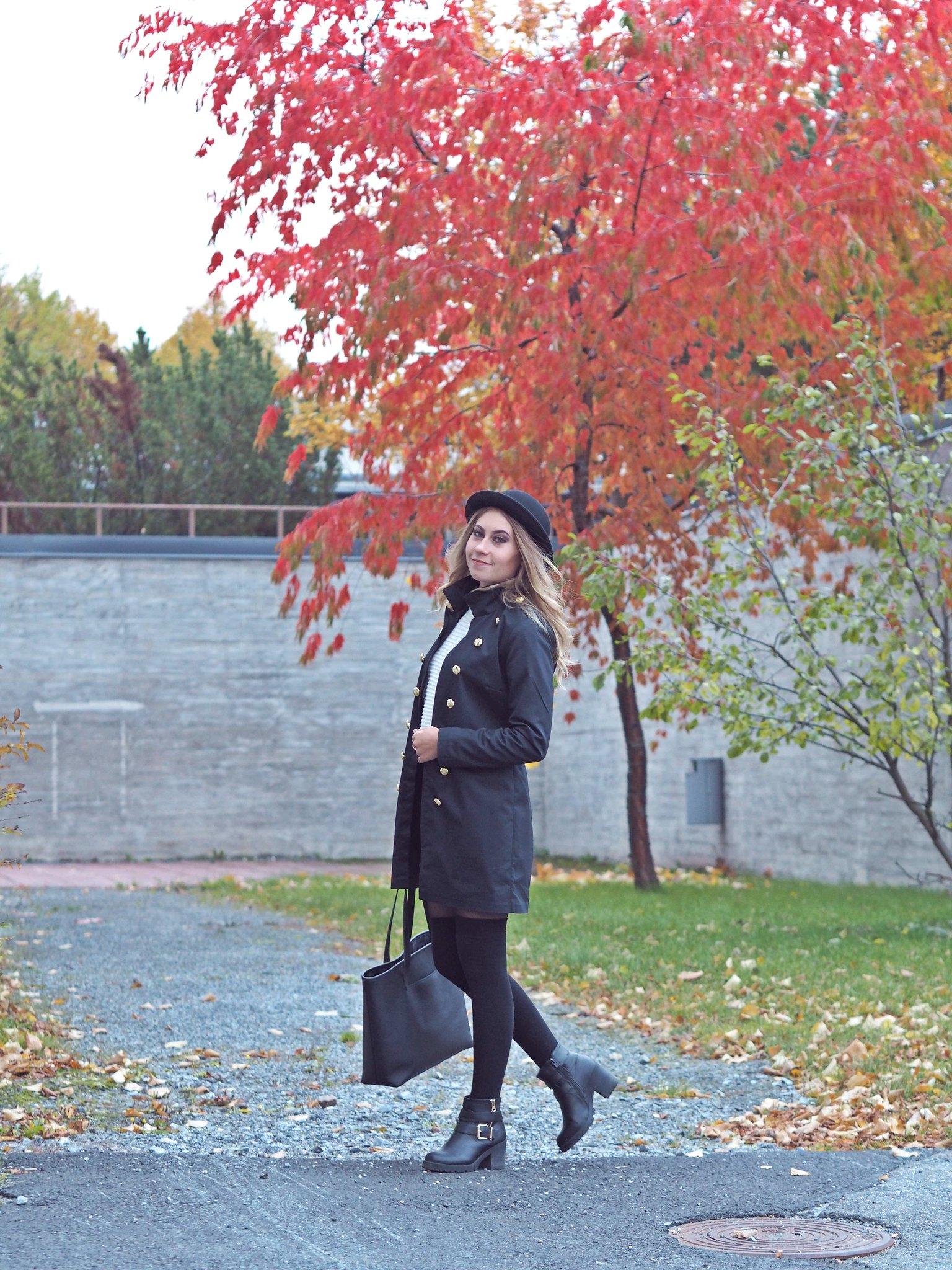 black military jacket autumn look