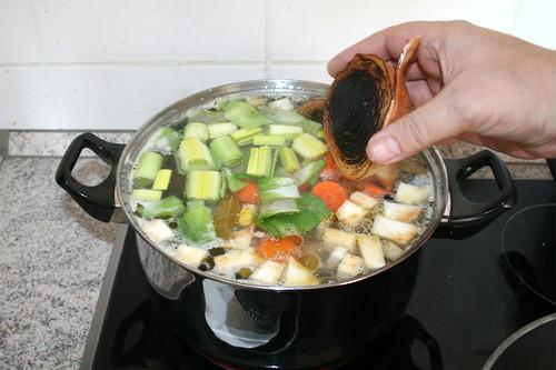 35 - Angeröstete Zwiebeln dazu geben / Add roasted onion