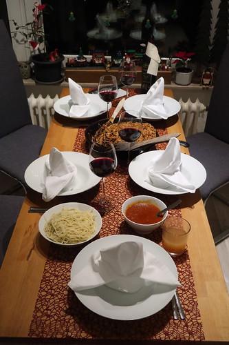 Spaghetti alla puttanesca und Spaghetti mit Tomatensoße