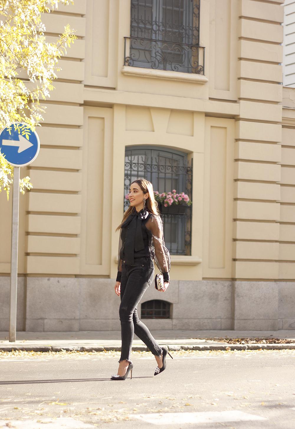 black shirt jeans christmas look fashion street style xmas 20188903