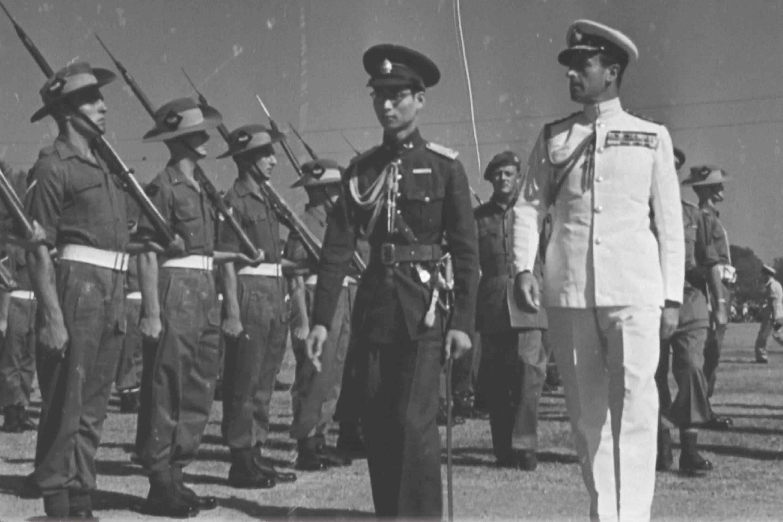 King Ananda Mahidol and Lord Louis Mountbatten in Bangkok, January 19, 1946. รัชกาลที่ 8 (อานันทมหิดล) ในปี ค.ศ. 1938