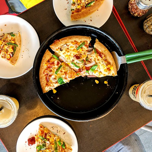 😋🍕 #pizza #pizzahut #yummy