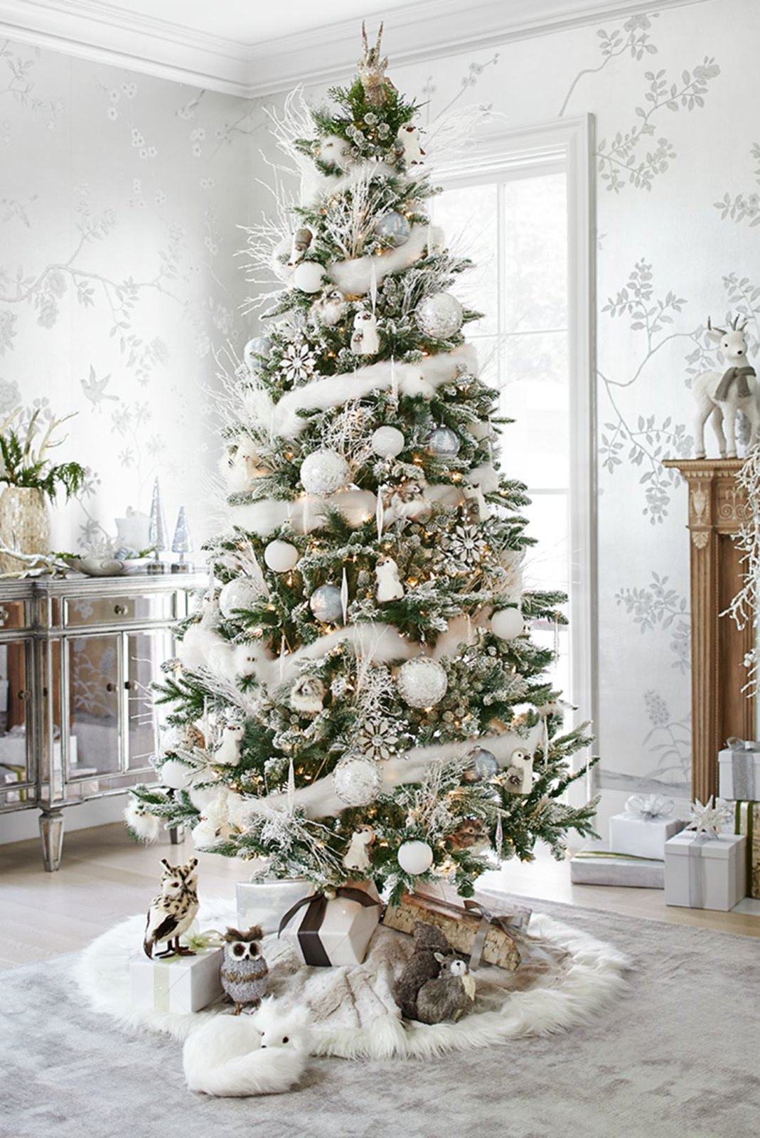 10 Ways to Decorate Your Christmas Tree - All White Christmas Tree