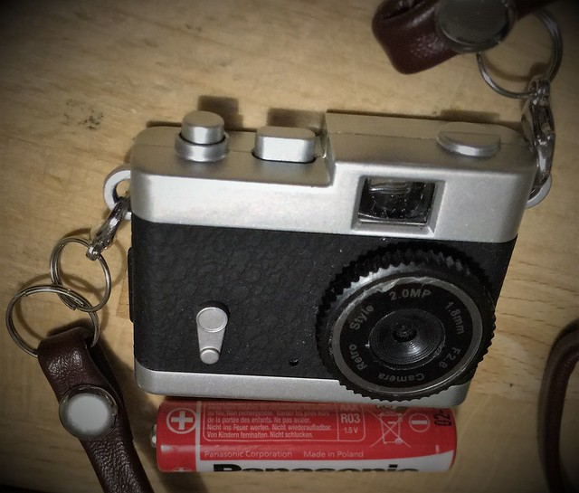 Dorr 2.0MP Mini Retro Digital Camera