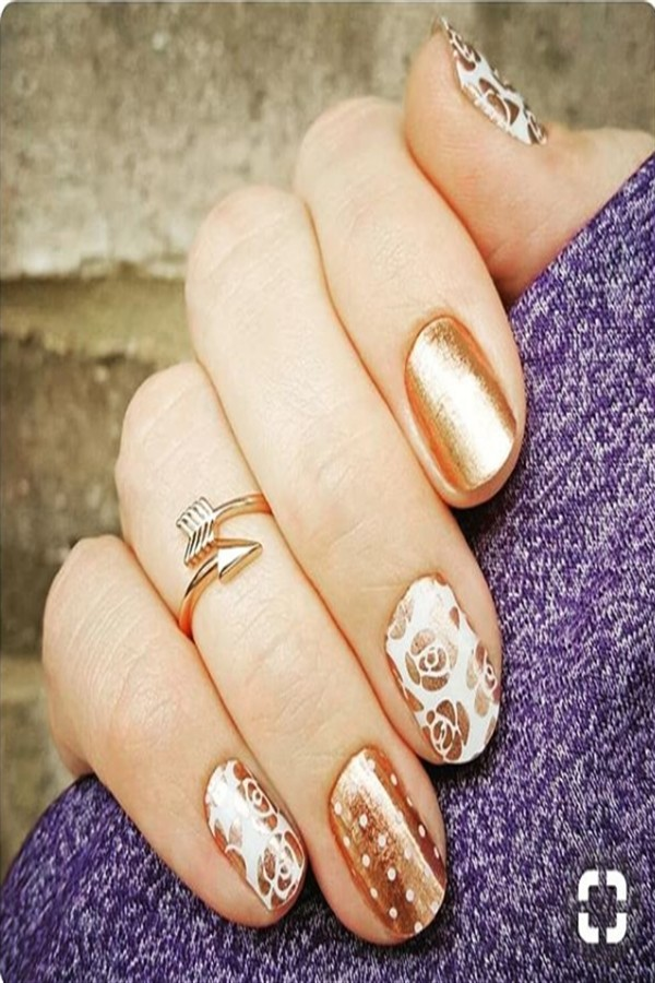 25+ Pretty Golden Nails With Glitter You Must Try #nail_art_designs #gold_nails #glitter_nails
