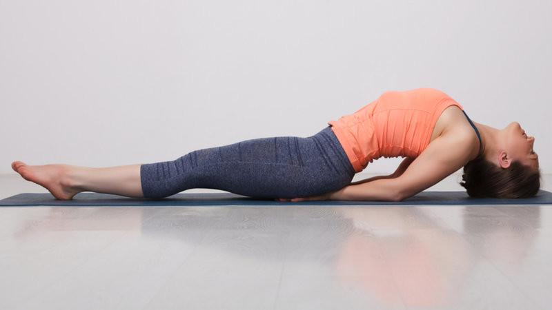 How to Do Matsyasana (Fish Pose) Yoga With Health Benefits & Precautions