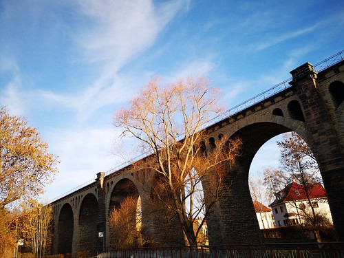 Viadukt im Herbst