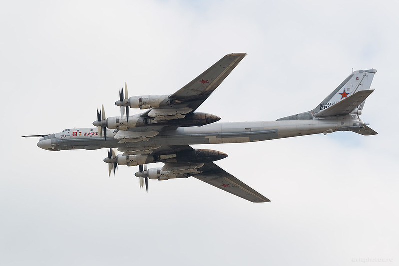 Tupolev_Tu-95MS_RF-94126_12red_RussiaAirforce_995_D803274