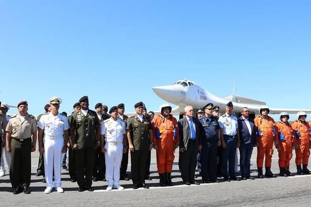 Rússia e Venezuela fazem treinamento militar com aviões bombardeiros