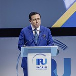 John Defterios during Plenary session 1 at IRU World Congress