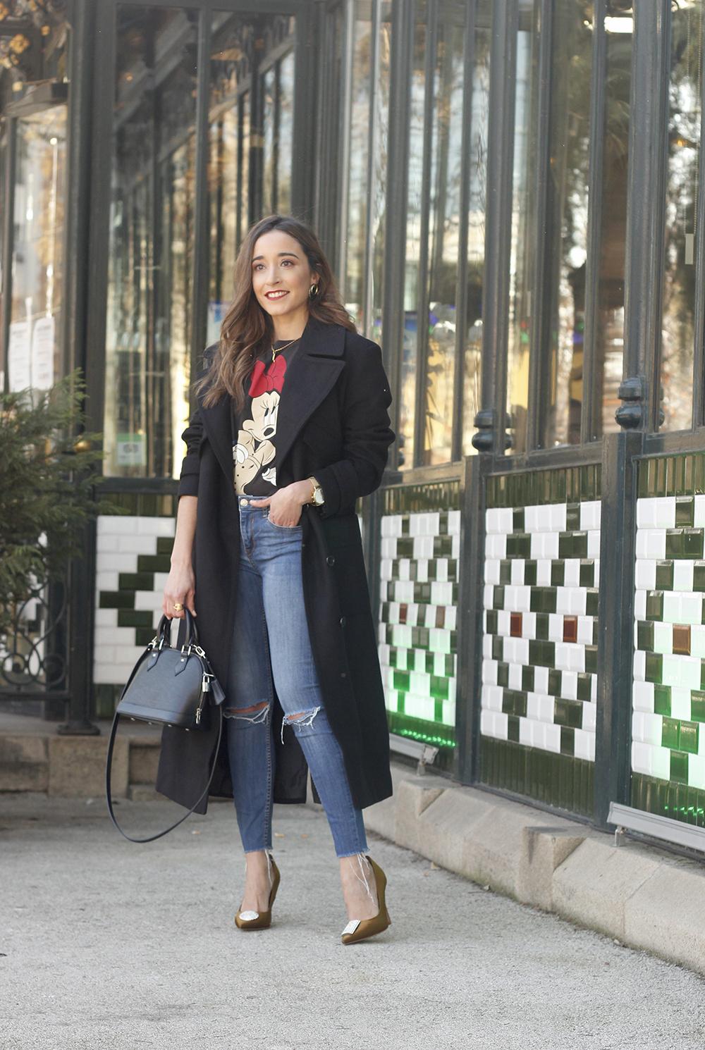 black trench coat amazon fashion minnie t-shirt louis vuitton bag uterqüe street style outfit 20197