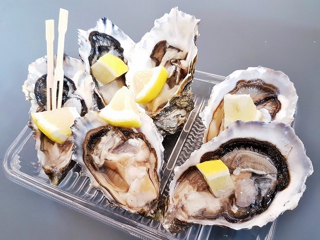 Live Canadian Oysters