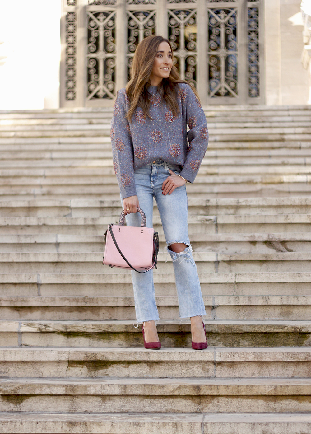 GRAY CHRISTMAS JERSEY ripped jeans pink coaach bag burgundy heels street style fall outfit 20186827