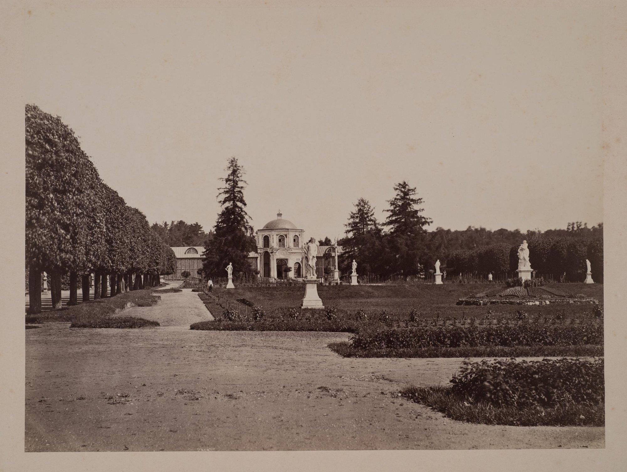 1880-е. Вид регулярного парка и оранжереи в Кускове