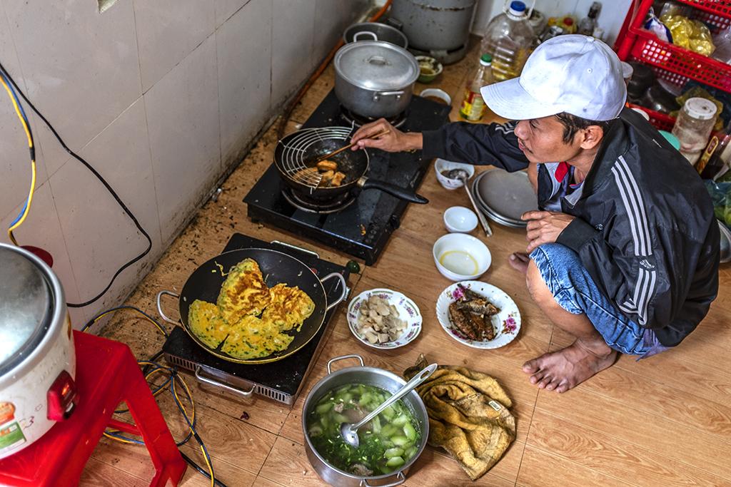 Tuan preparing lunch--Ea Kly