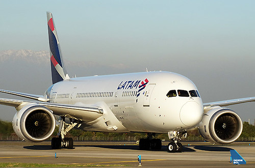 LATAM B787-8 CC-BBE taxi in (RD)