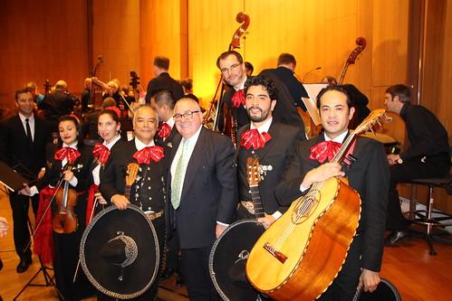 Dos grandes tradiciones musicales se unen la Sinfónica y el Mariachi