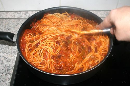 22 - Spaghetti & Sauce vermischen / Mix spaghetti & sauce