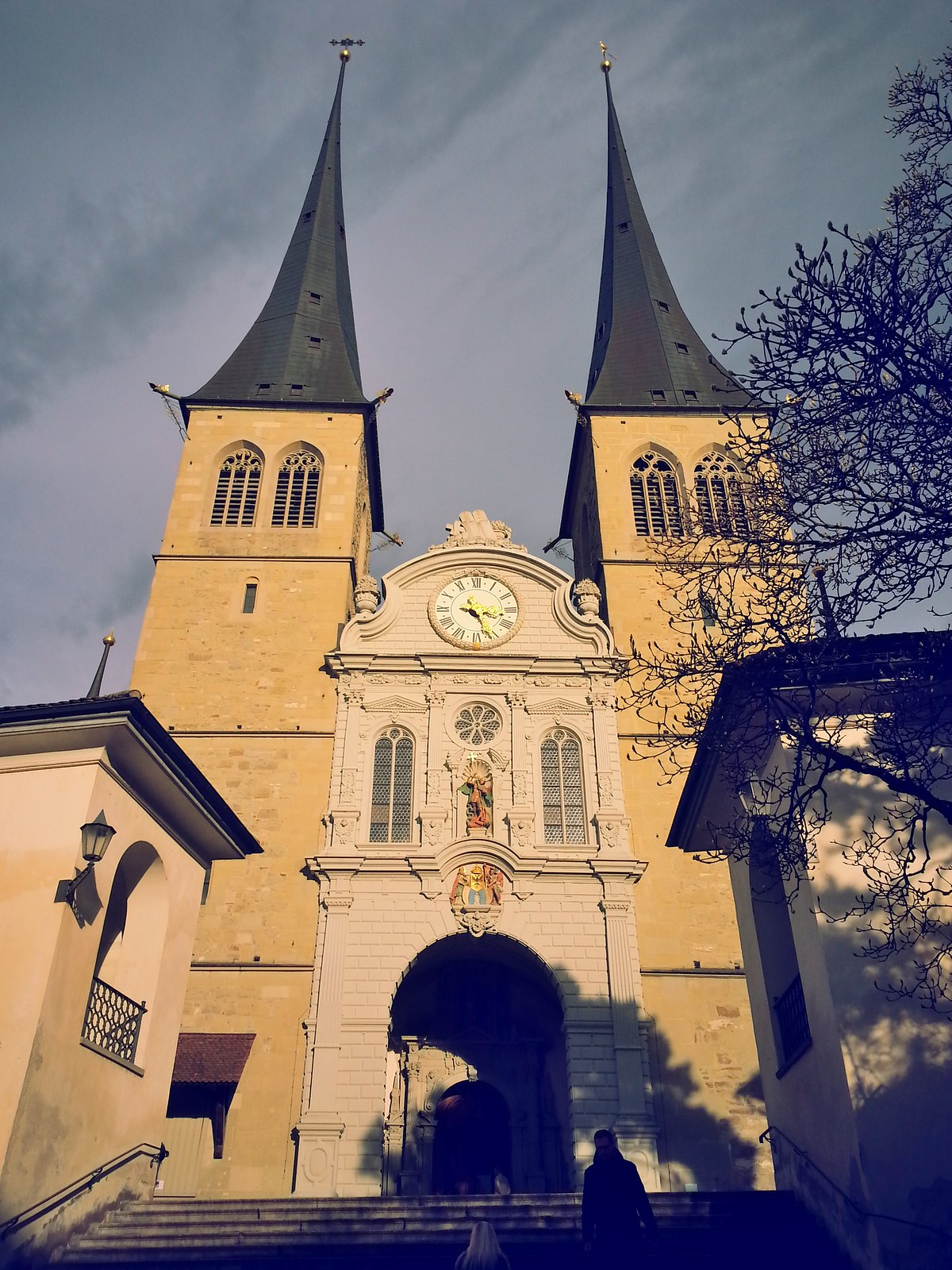 16-01-30 (Lucerne) Church of St. Leodegar.