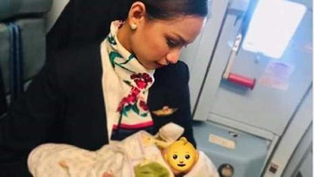 4777 A Flight attendant breastfeeds an infant whose mother ran out of formula milk